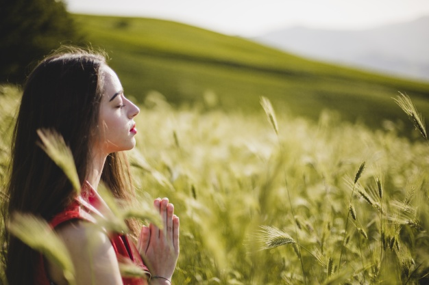 https://anilabashllari.com/wp-content/uploads/2019/07/woman-sitting-nature-meditating_23-2147648572.jpg