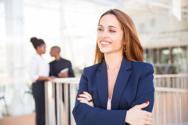 https://anilabashllari.com/wp-content/uploads/2019/08/portrait-happy-businesswoman-her-employees-background_1262-20305.jpg