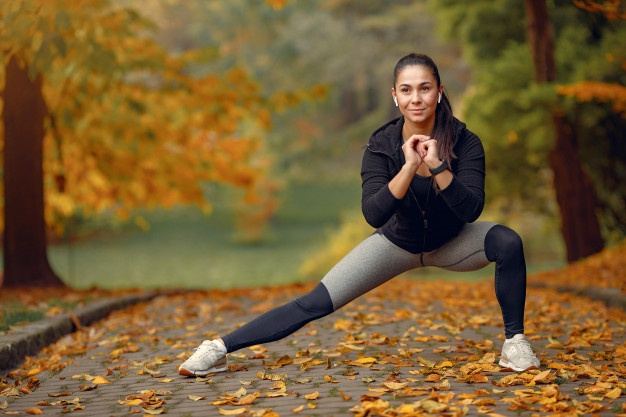 https://anilabashllari.com/wp-content/uploads/2020/10/sports-girl-black-top-training-autumn-park_1157-28605.jpg
